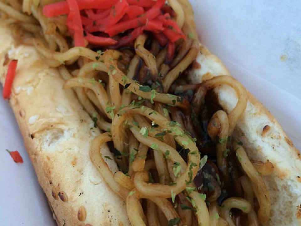 Yakisobapan - Noodle Sandwich