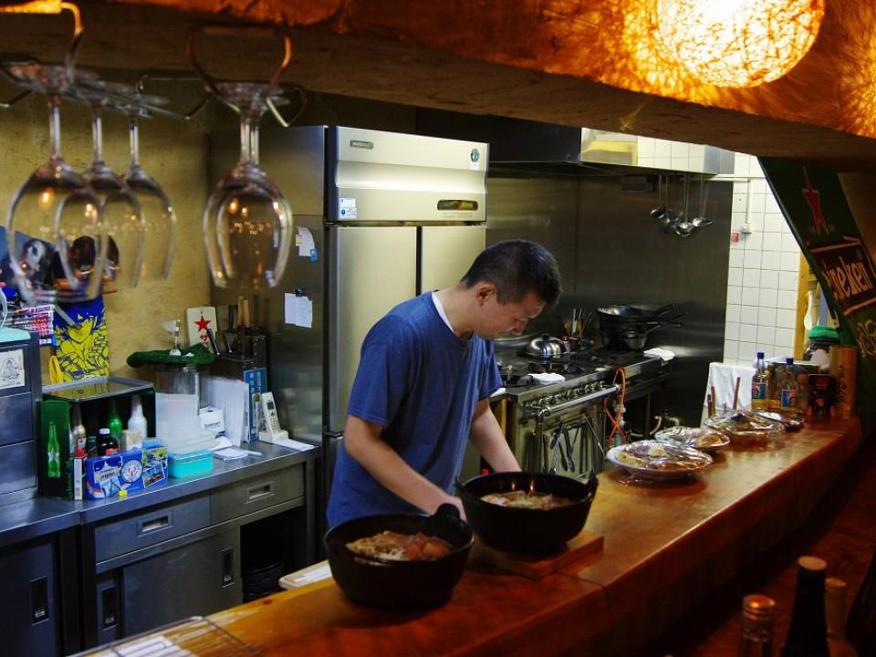 Shin-san, cooking hoto noodles.