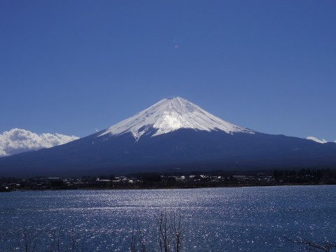Mt. Fuji shows its superb view around Lake Kawaguchiko. images