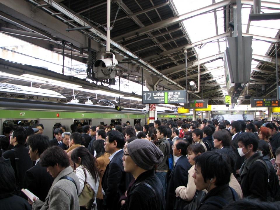 Rush Hour in Japan (Image source: Wikipedia, Rush_hour, User: Chris 73)