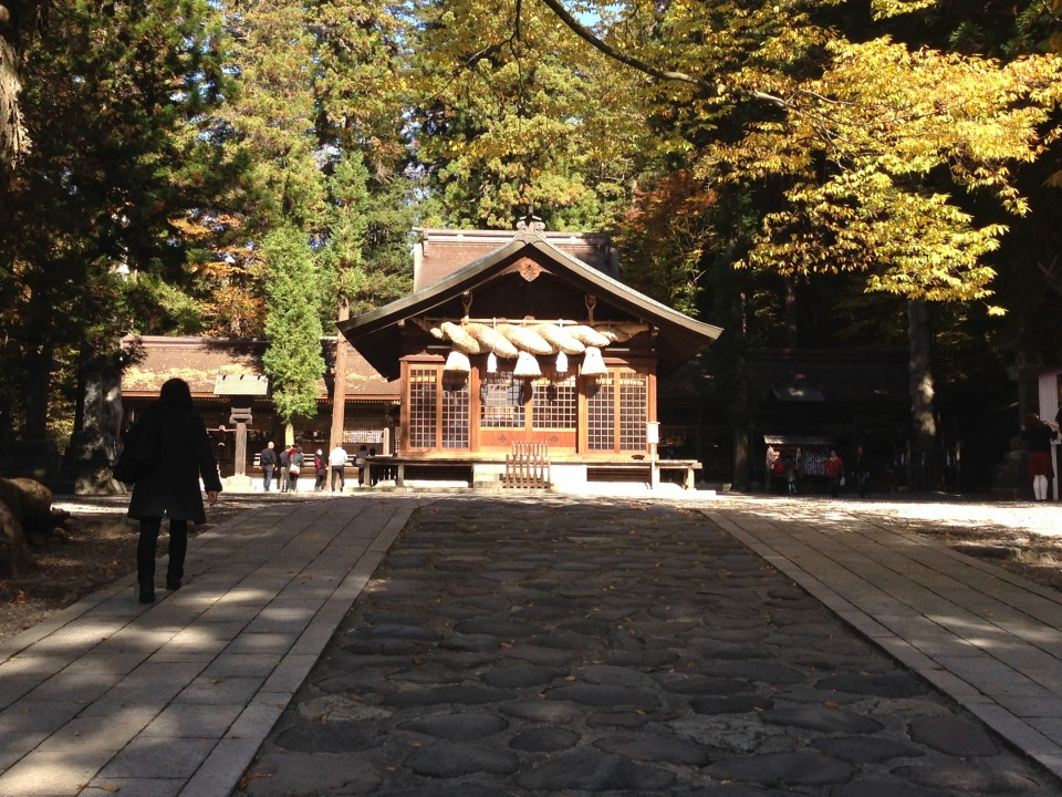 The shimenawa at Shimo-Suwa Taisha