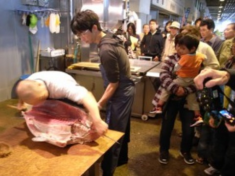 Enjoy the Yokohama Market, heaven for fish lovers, in a more delicious way images