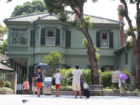 Exploring Western Architecture in Kitano images