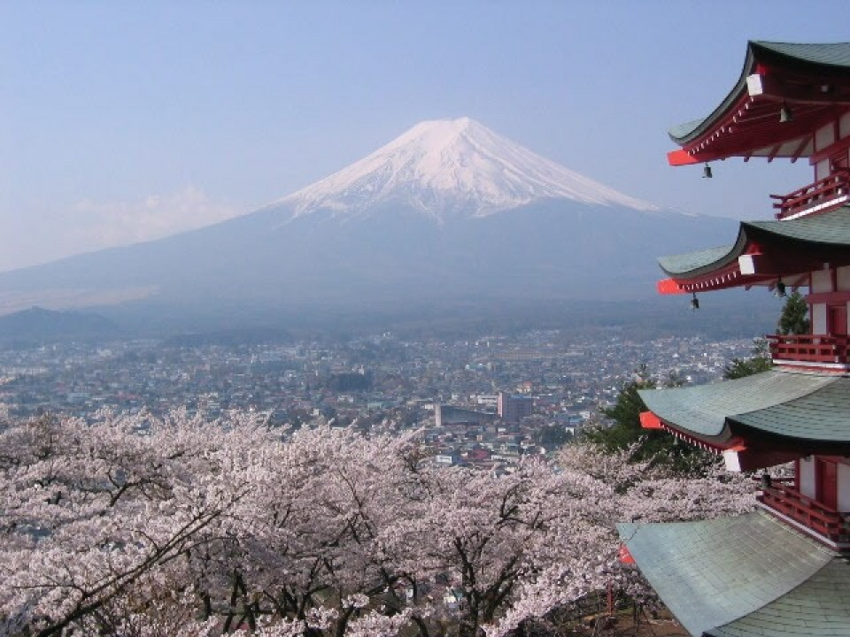 Arakura Sengen Shrine and Mt. Fuji