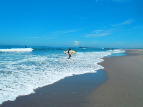 There are many places where you can surf in Japan. images