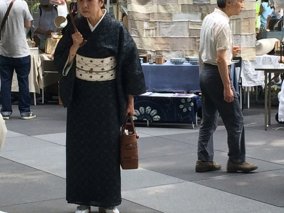 A nice lady watching some crookery