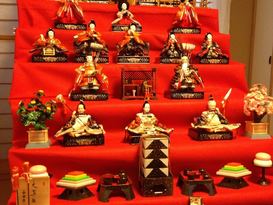 seven-tiered hina doll set