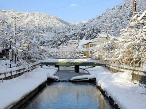 Only 2 hours from Kyoto. Enjoy snow and eating crabs in the Onsen resort founded 1,300 years ago images