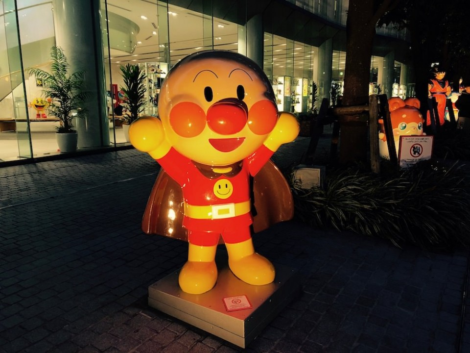 Anpanman in front of the Bandai headquarters