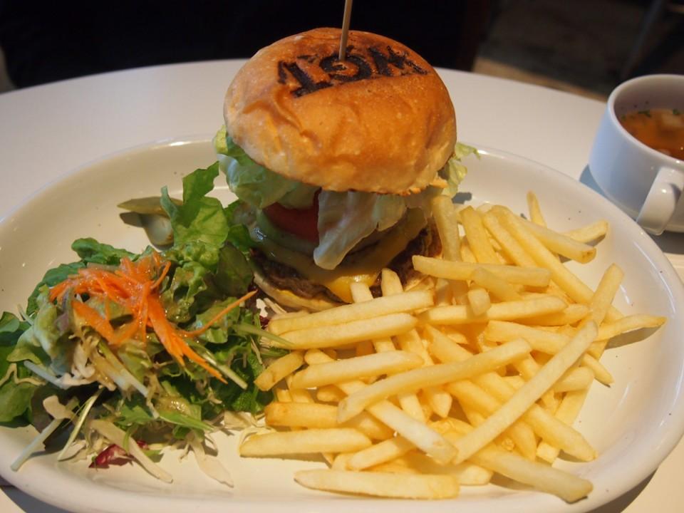 Weekend Garage Tokyo's Cheeseburger