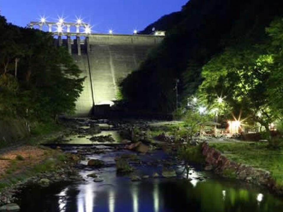 """""""Sunayu"""" public bath & Yubara Dam"""