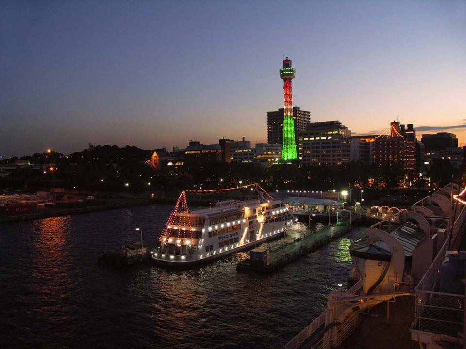 Yokohama Marine Tower (Night)