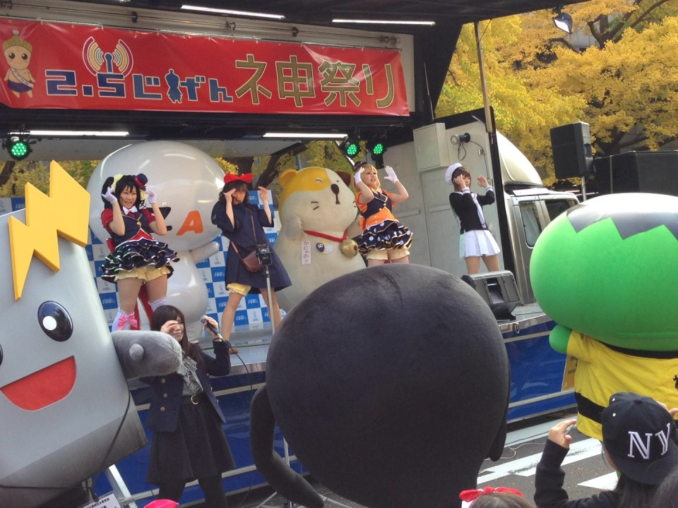 Cosplayer+Yurukyara+Audience dances the Yokai Watch Dance