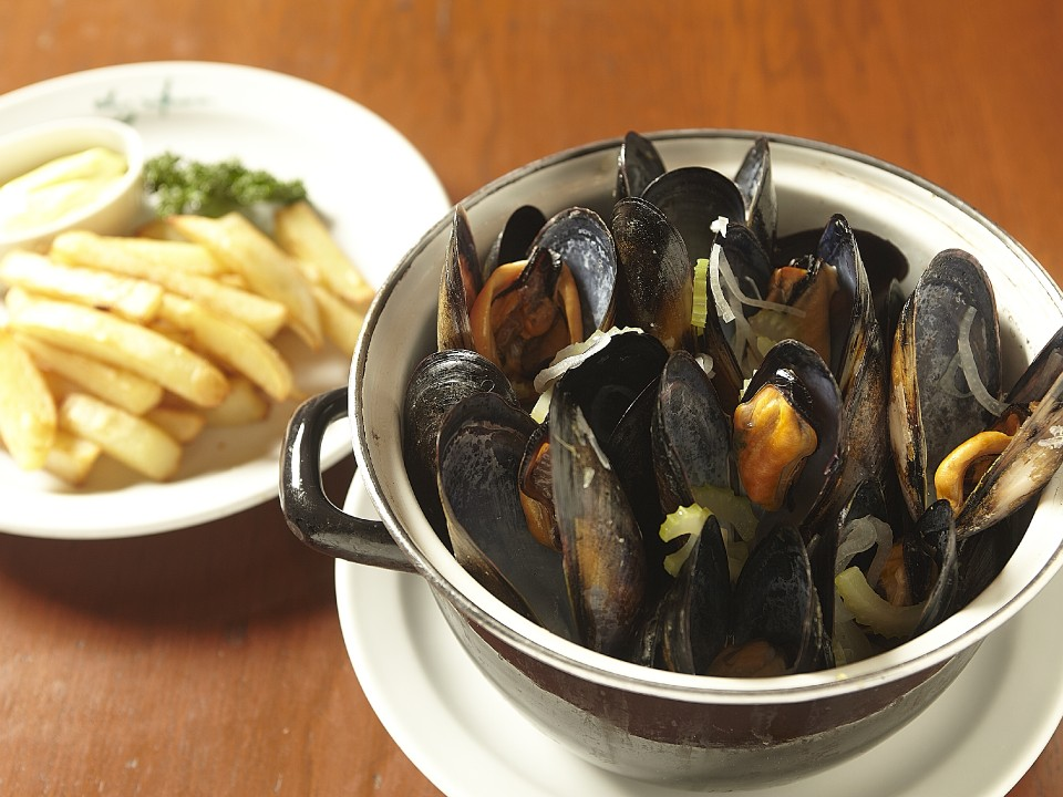 'steamed mussels in white wine' from the web site
