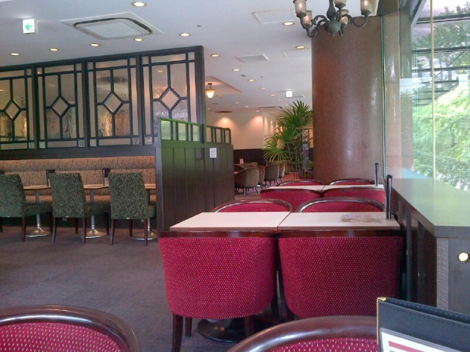 Renoir Ginza Kannai Interior
