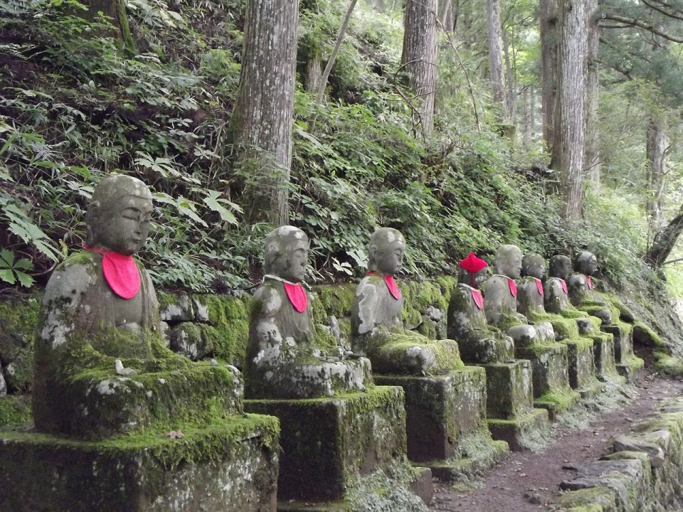 Meditating Statues in Hakone