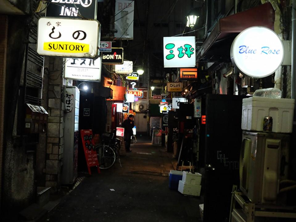 Visit the 200 amazing mini-bars of Golden Gai.