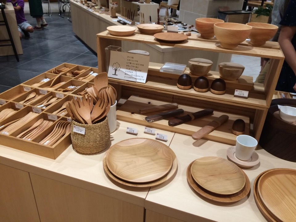 "Wooden handicraft ""hikiyose"""