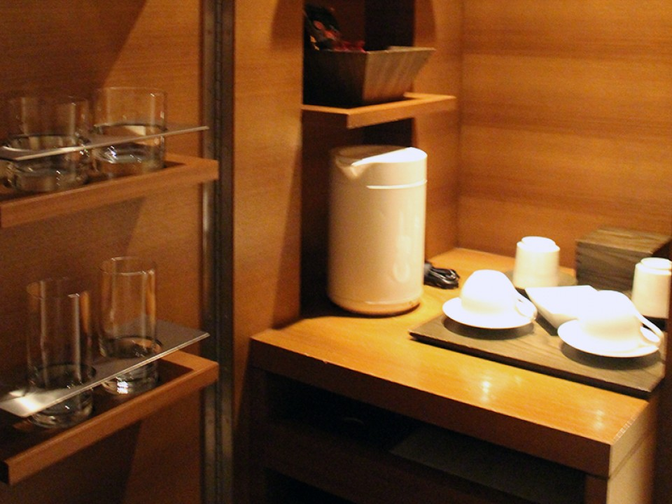A hidden mini bar was tucked away in a corner, keeping the room clean and uncluttered.