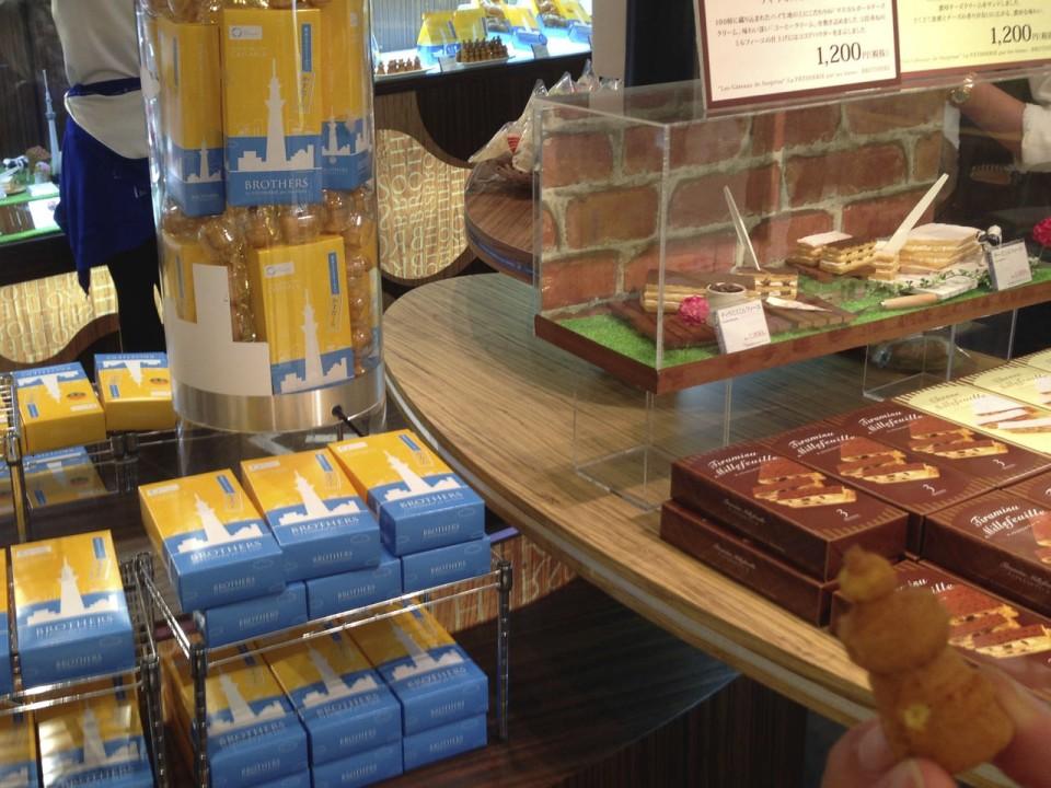 Boxed mini Skytree cakes