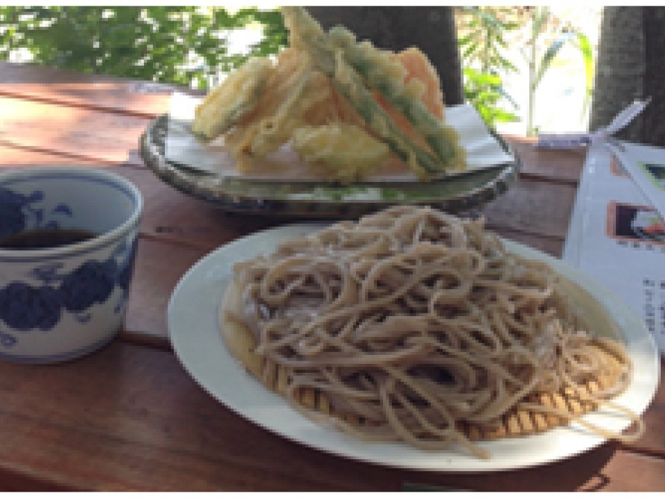 Eat Soba Noodles Together with Tempura
