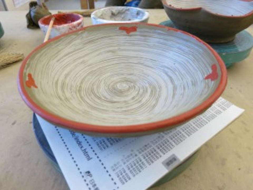 (Finished) After this, the clay is dried and then bisque-fired at around 800 degrees Celsius.