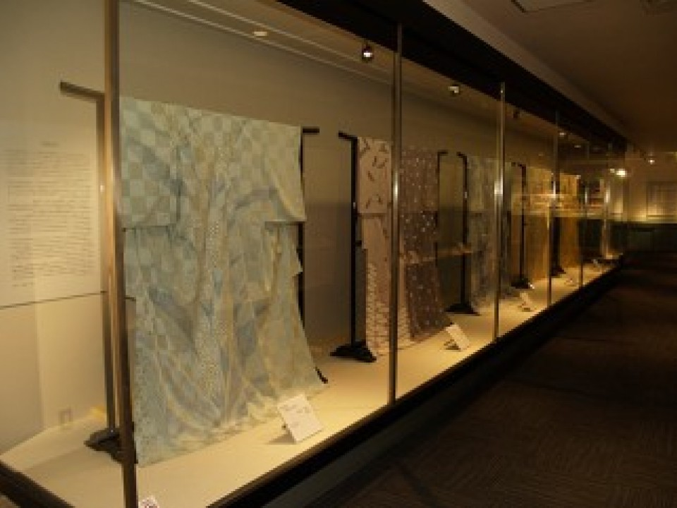 the 3rd floor exhibition area had a display of dyed and woven articles from all around Japan.