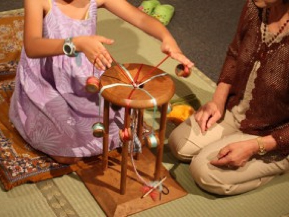Demonstrations and classes are often held at the Silk Museum. The photo shows a demonstration of braiding.