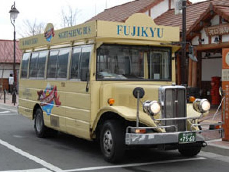 SightseeingRetro Bus / (C)2014 Fujikyuko Co., Ltd.