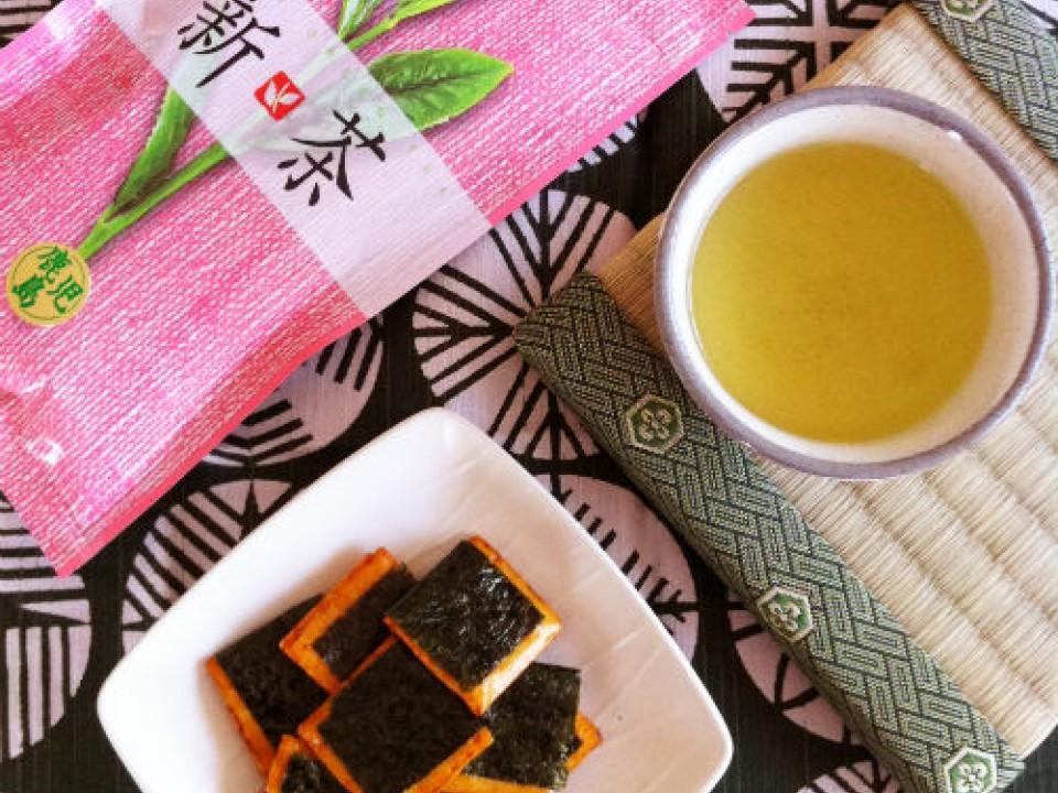 Okaki ( Kaki-mochi ) & Tea