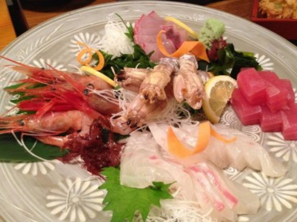 Wakana is a great Izakaya in Hiroshima serving amazing sashimi (raw fish) platters