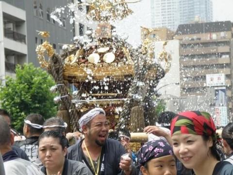 Tsukishima Mizukake Matsuri images