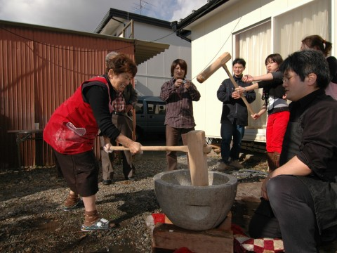 Make Mochi! A Fun New Years Family Event in Japan images