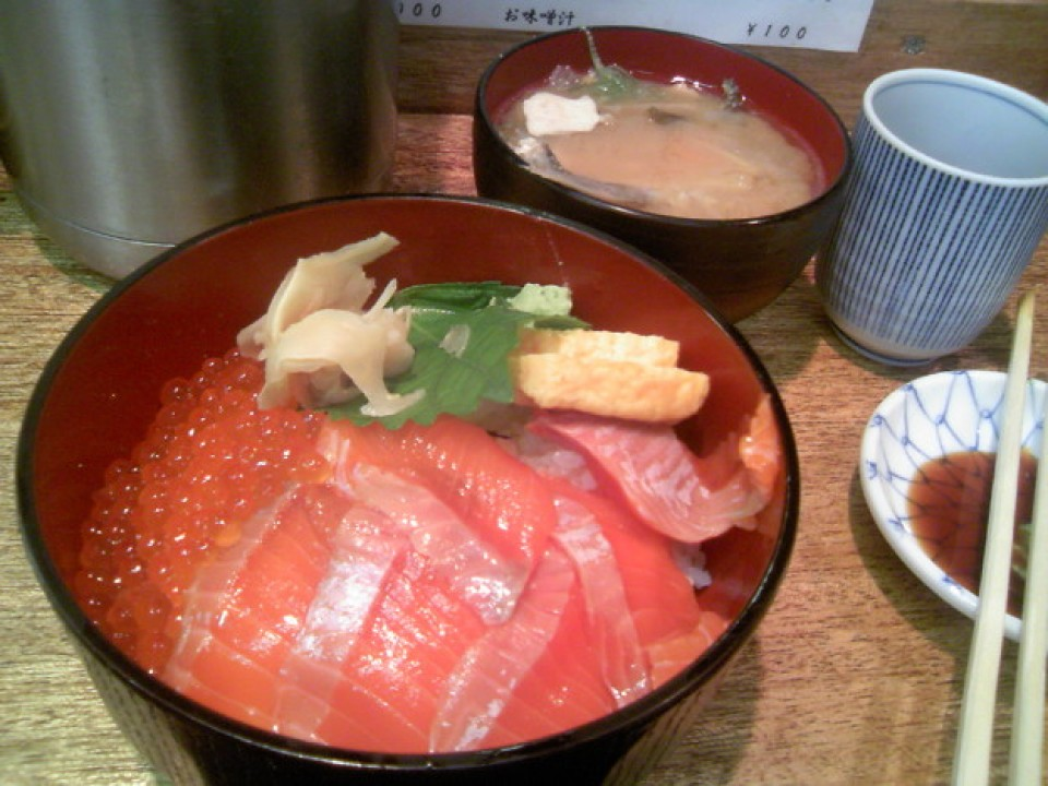 Salmon and Ikura Donburi at Tsukiji