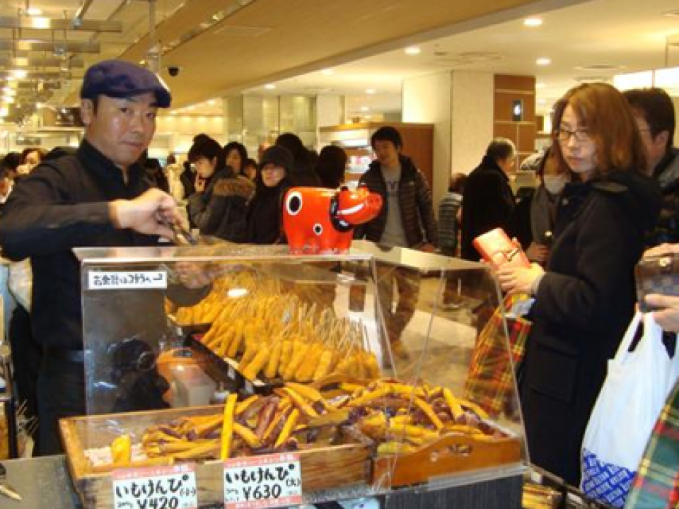 Food stalls in department store b1