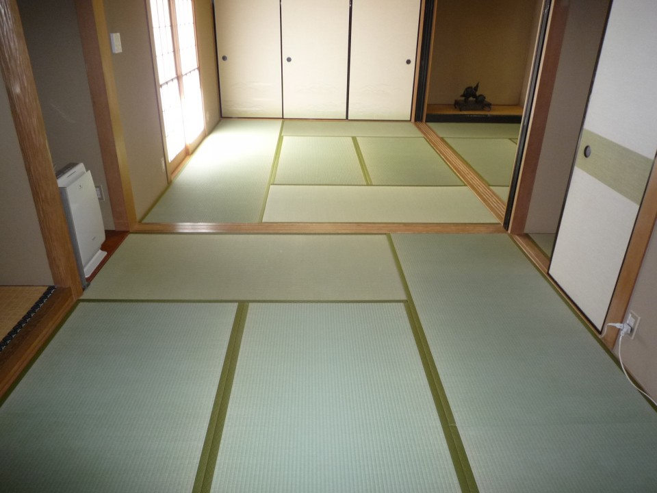 Tatami neatly placed in a room