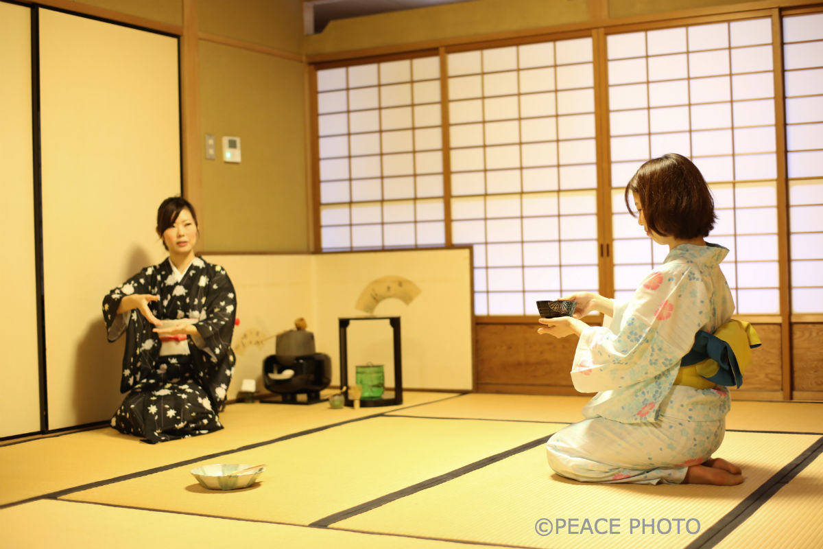 japanese tea ceremony research paper Japan's master of tea ceremonies sen no rikyu, a tea master in the 16th century, created a legacy that still lives on strong today in the tea rooms of japan and in the hearts of its.