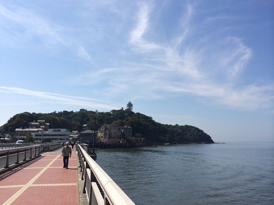 Compare modern Enoshima with Ukiyoe prints from the Edo piriod.