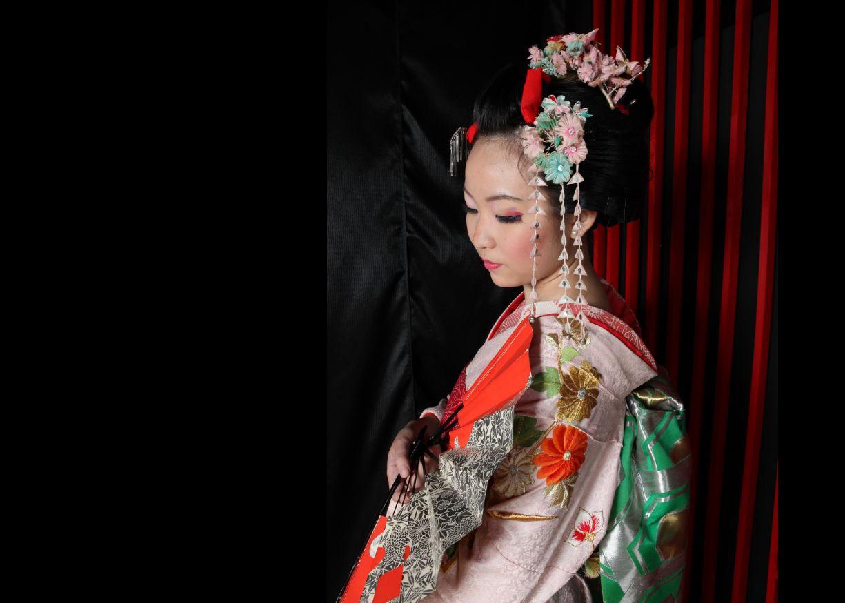 Geisha Makeover In Asakusa Tokyo Deepjapan