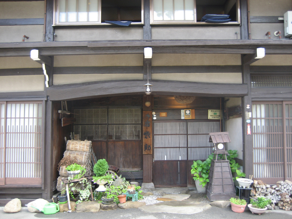 Stay in a japanese hotel without the extra costs deepjapan for Bed and breakfast tokyo